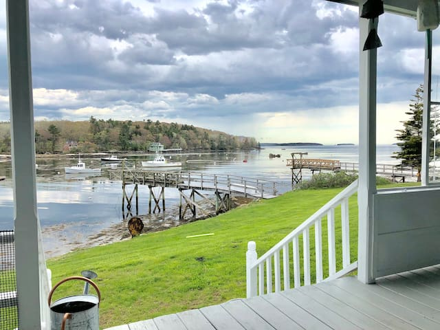 Charming waterfront cottage-East Boothbay, ME