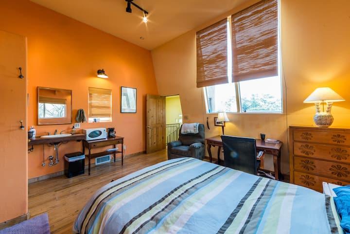 Bright private loft in the heart of Albuquerque