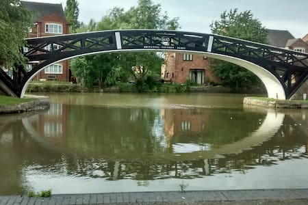 Detached, canal and countryside. - 考文垂(Coventry)