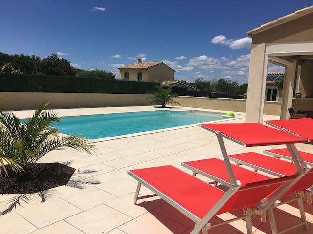 Villa avec piscine, Gard