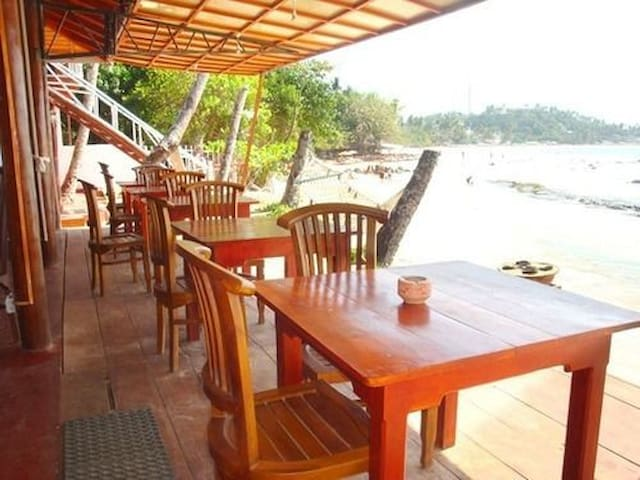 Coral Beach Hotel - Mirissa - Bed & Breakfast