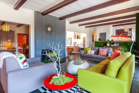 Featured Designer Vacation Home | Sleeps 8 - Los Angeles