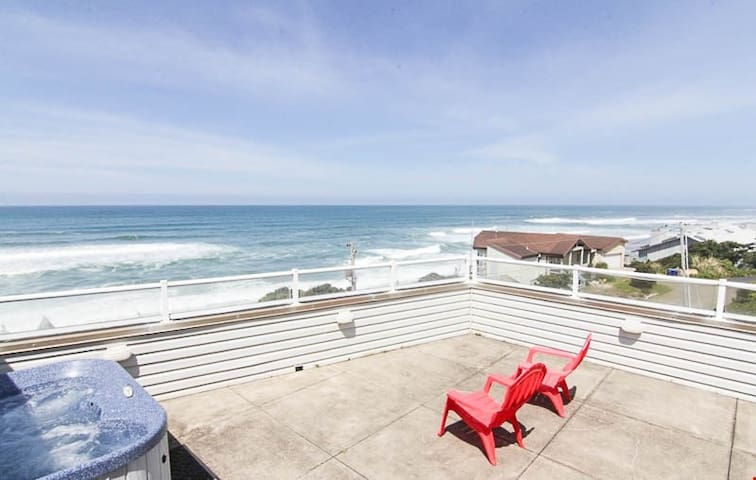 Tranquility - Beautiful OceanView Home with Hot Tub Just South of Lincoln City