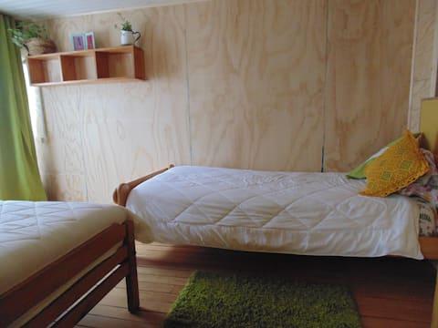 Pieza privada con dos camas