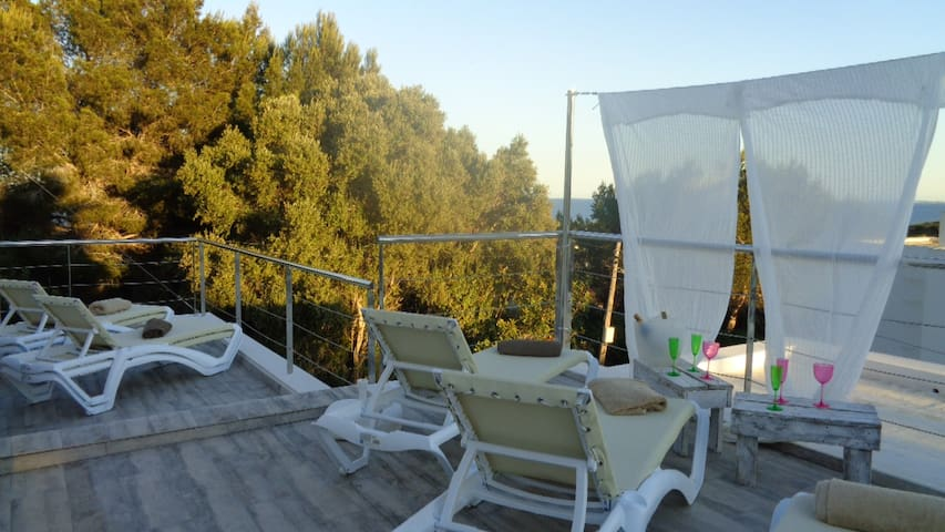 SPECIAL SUITE WITH PRIVATED SOLARIUM . POOL. VIEWS