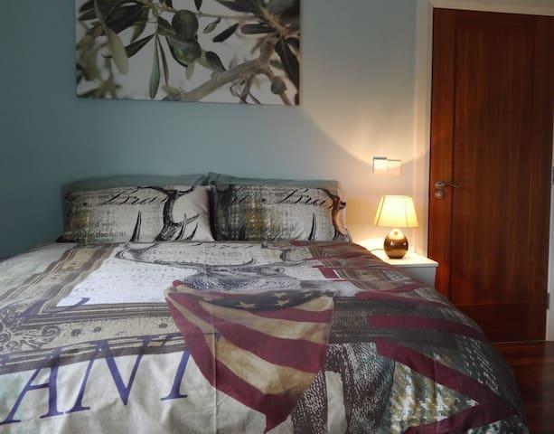 Ground Floor King Size Bedroom with En-suite - Annalong - Ev