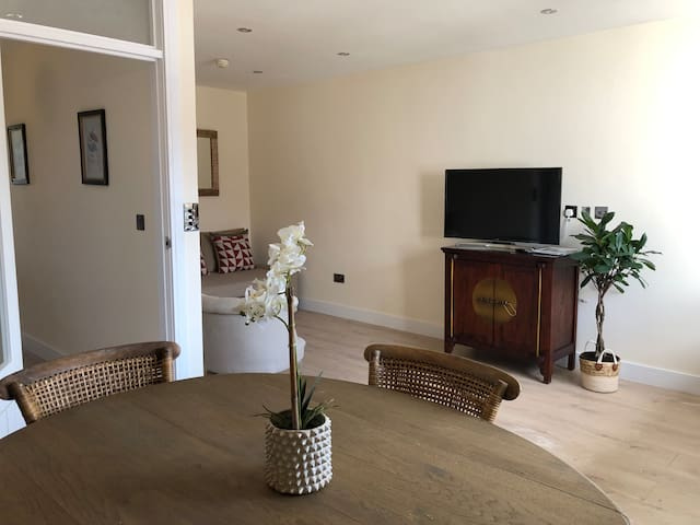Lovely two bedroom Flat Central Forest Row
