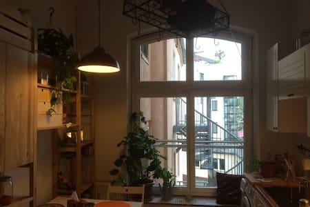 Schöne Altbau-Wohnung zentral - Köln - Apartment