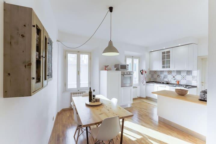 Beautiful two bedroom apartment in Santa Croce