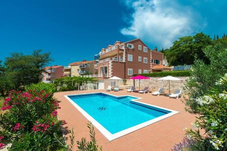 Deluxe suite II with swimming pool  - Apt Svaguša