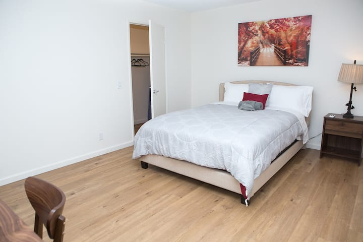 Attractive Hollywood One Bedroom - Fully Furnished