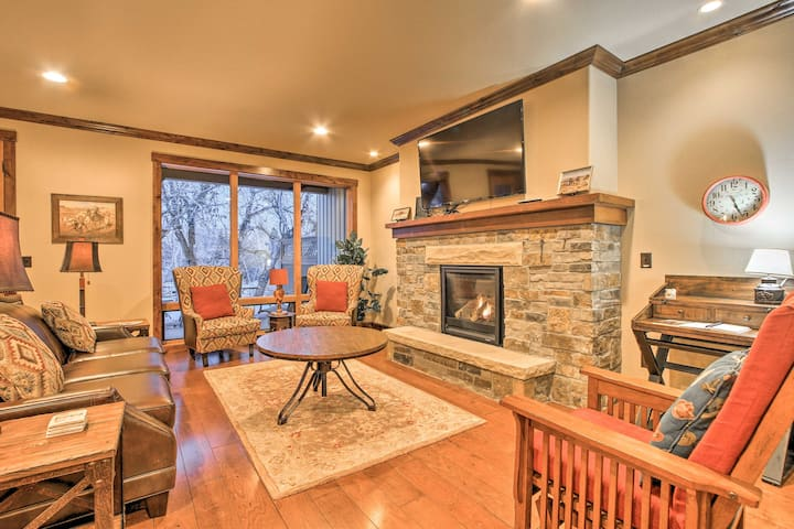 Red Lodge Townhome w /Private Hot Tub & Mtn Views!