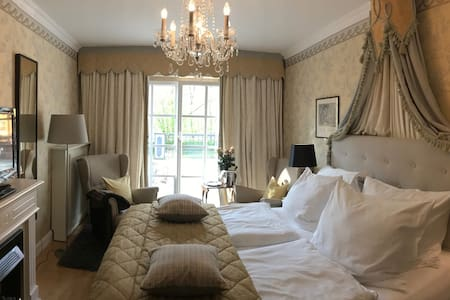Charming room in beautiful country house, B&B