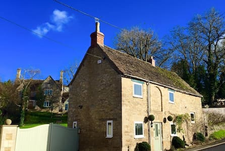 BEAUTIFULLY DESIGNED 2BD IN TETBURY - House
