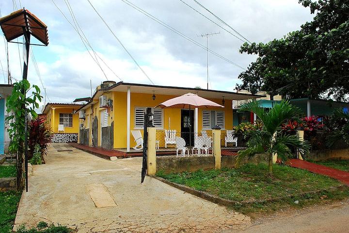 Casa Lozano Flora y Lorenzo (Habitacion 2)