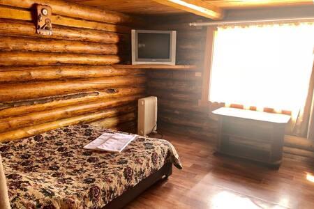 Трёхместный номер с двухспальной кроватью