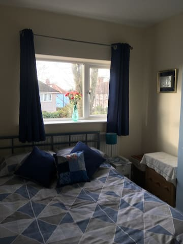 Small double room in Oxford Donnington