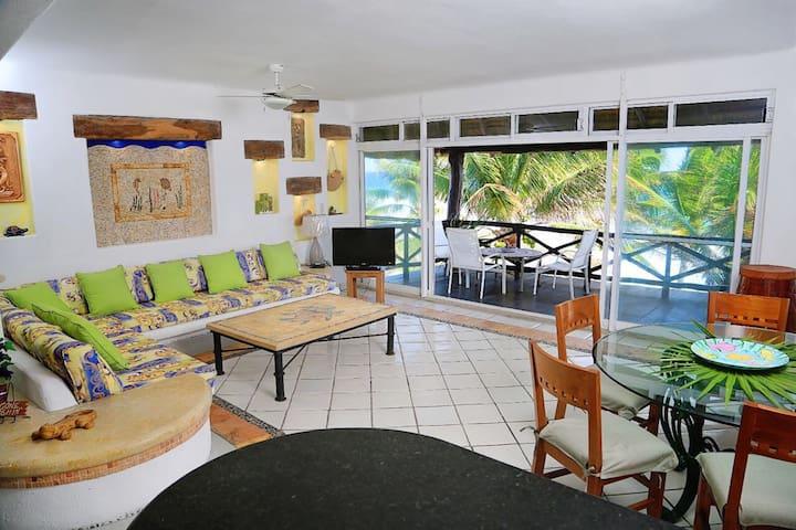 Open concept, kitchen, dinningroom and livingroom