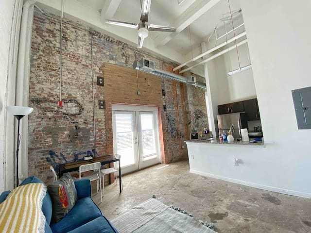 Downtown - Loft - Skyline - 1 mi to Riverwalk
