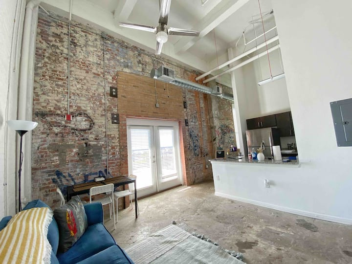 Downtown -Pool - Loft- Skyline - 1 mi to Riverwalk