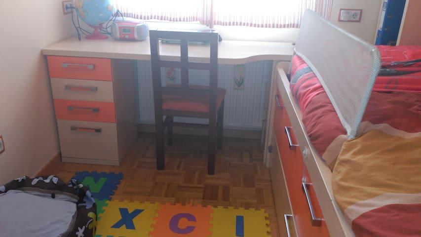 Habitación con cama nido (2 camas) en Leganés - Leganés - Dom