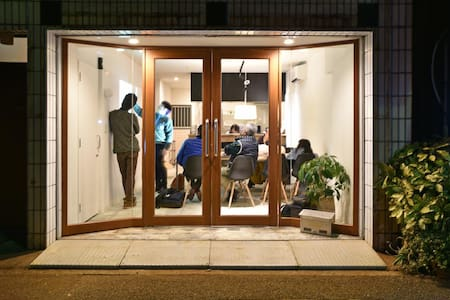 高知市中心部に位置する『TOMARIGI HOSTEL Cafe・Bar』-Dormitory-
