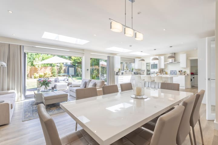 Beautiful, spacious 5-bed house in Surrey Hills