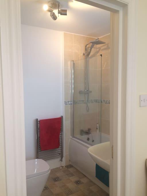 Ensuite bathroom. Towels, shampoo, shower gel etc provided.