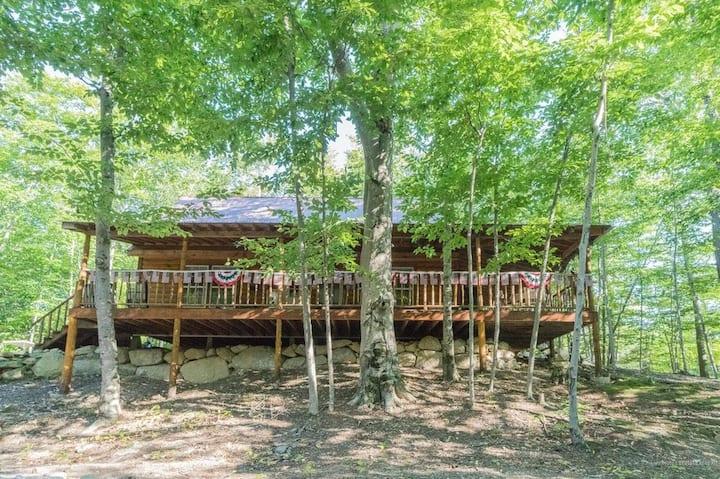 Frye Island Cabin w/Loft