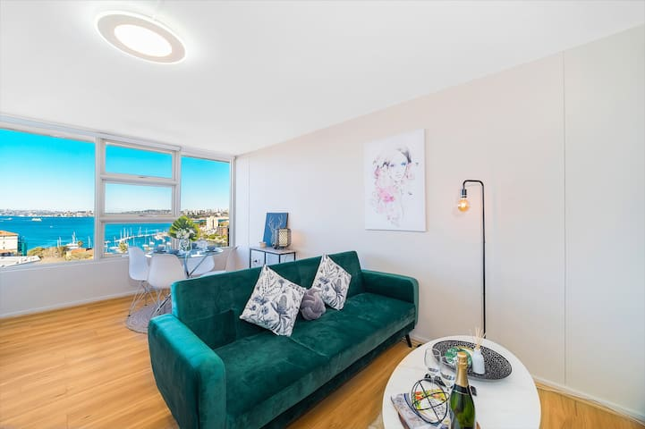 Breathtaking Views Top Floor Studio In North SYD!