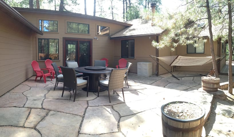 Cabin in the Pines - Only Minutes from Dtown - Prescott - Hus