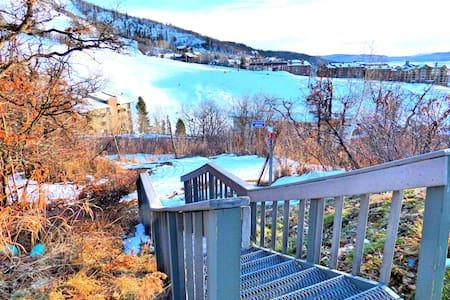 Ski In Ski Out Mountain Side Condo - 斯廷博特斯普林斯