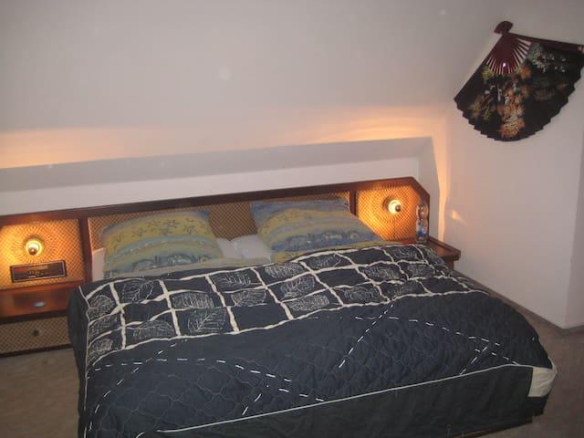 Gemütliche Zimmer im Drei-Franken-Eck an der A3 - Burghaslach - บ้าน
