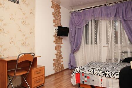 Красивая, тихая спальня со своим душем и мини-кухн - Petrohrad