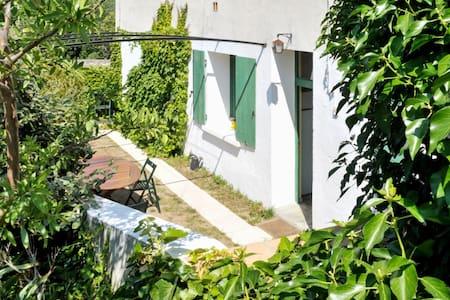 Belle maison historique avec jardin - Cascastel-des-Corbières