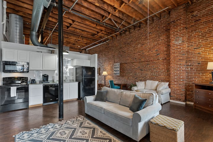 Steps from Arch | Private Downtown Loft