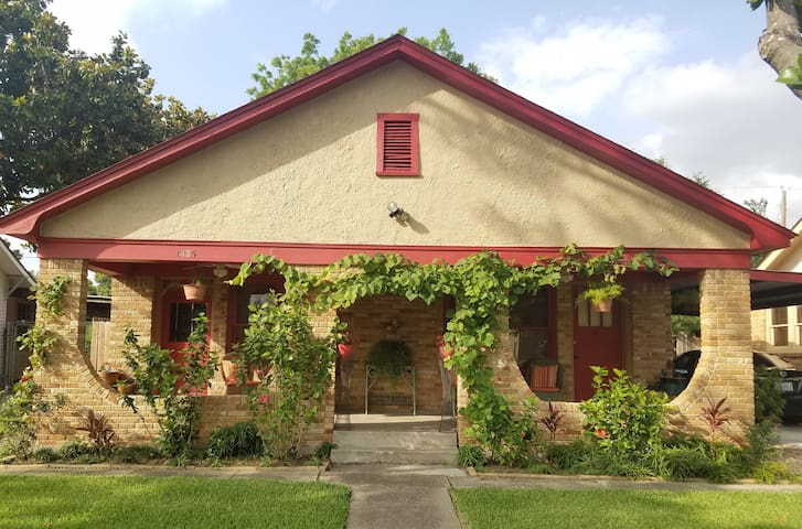 Cute Bungalow near Downtown Houston