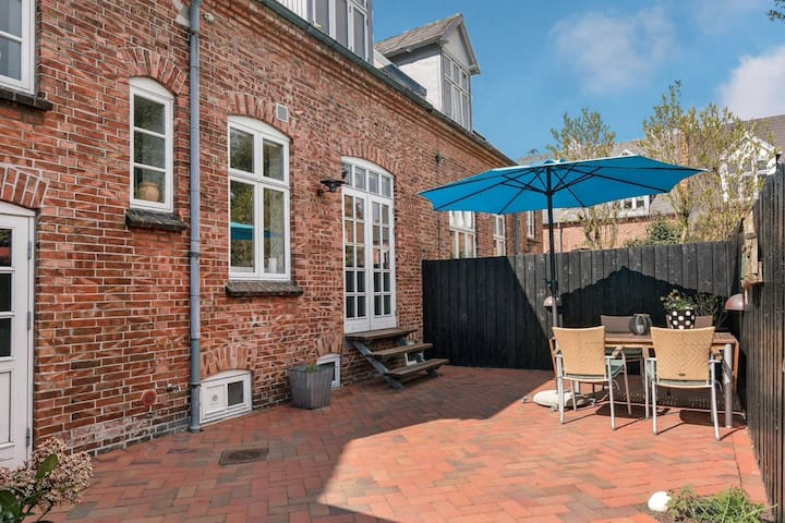 Byhus i centrum Esbjerg - townhouse with garden