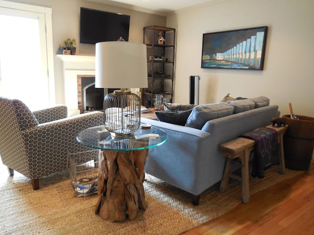 Spacious & bright living room on main level with wood burning fireplace & cable TV.  Wall mounted AC unit for your comfort.
