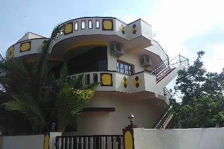 DUPLEX FULLY FURNISHED HOME: Kingdom of Heaven - Bangalore - Casa