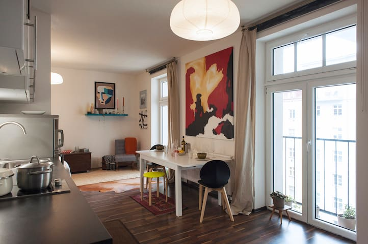 Central-ish ARTSY STUDIO with bohemian vibe - Praga - Appartamento