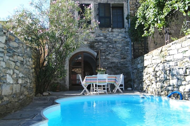 Medieval tower with pool & 360° roof terrace views - Prela' - Dům