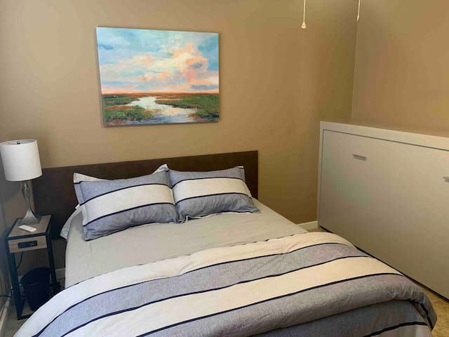 Queen size bed and a twin Murphy bed in each room.