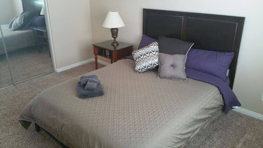 Sweet Big, Cozy, Quiet Room,  no clean fee