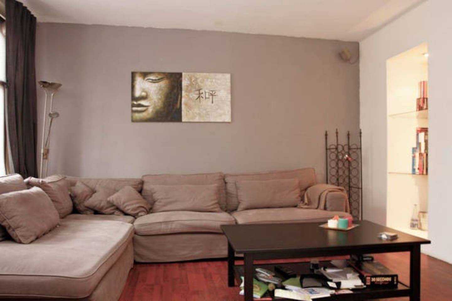 spacious livingroom with big sofa, television, dvd player dvd's