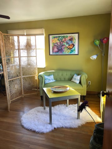 Bright and cozy 2BR private apartment