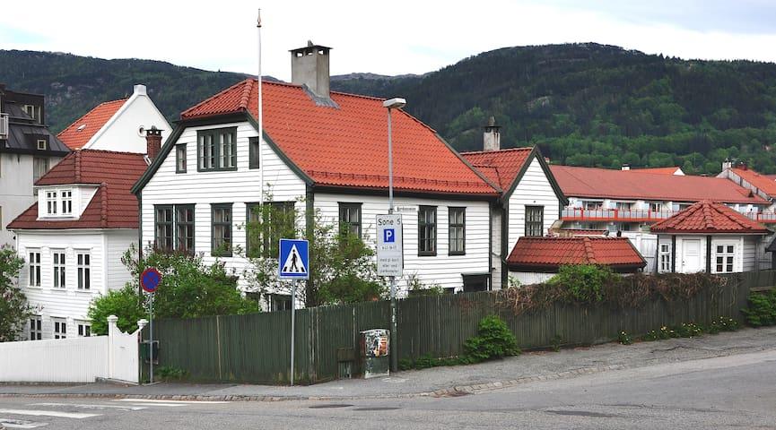 Det Ballasthandlerolsenske hus