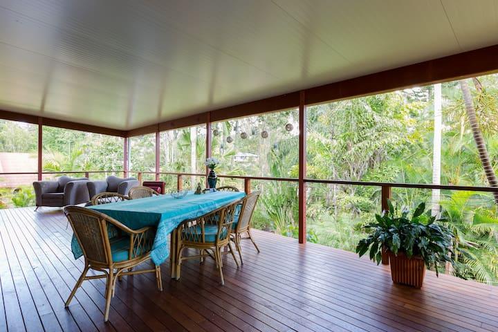 4 Bed, big deck, bush entertainer - Upper Coomera - House