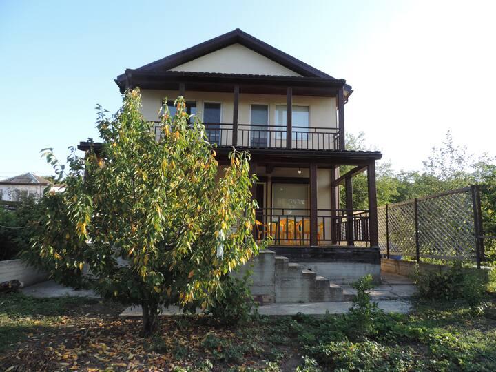 Дом в  Сукко возле Кипарисового озера