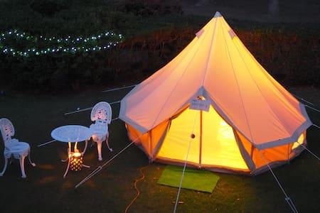 Comfy bell tent 5 mins drive from Emerald Beach - Emerald Beach - Çadır